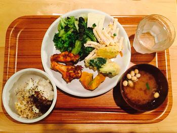 野菜たっぷりのランチビュッフェで大人も大満足♪しっかりとバランスのとれた食事ができる人気店です。