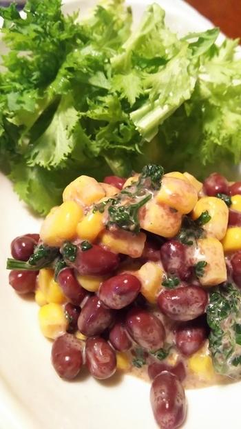 おつまみにぴったりな、小豆ととうもろこしのサラダ。 1品欲しいときにささっと作れて便利。