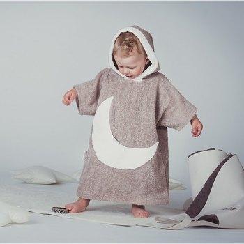 こちらはリトアニアのデザイナー「Cot and Cot」が作るベビー服。出産お祝いにプレゼントしたいですね♪