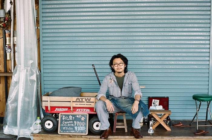 この教室を主催するのは靴磨きの専門店として有名な「BriftH(ブリフトアッシュ)」を立ち上げたメンバーの一人、明石優さん。