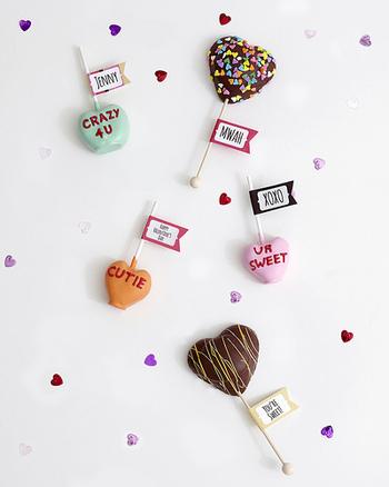 市販のスポンジなどを利用すれば、簡単に土台を作ることが出来、あとはお好みお菓子などでデコレーションを楽しむだけなんです♪