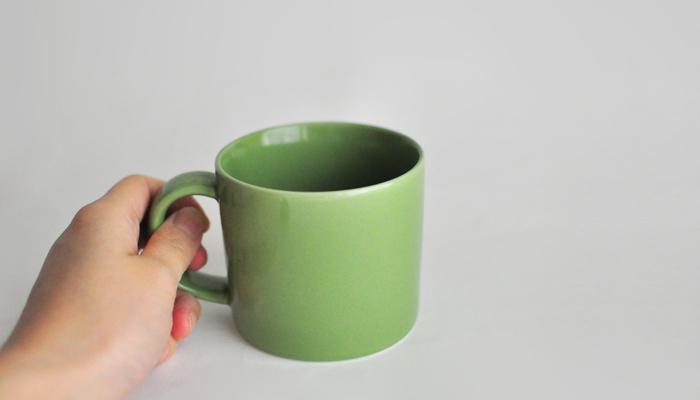 色違いでも可愛いマグ。深さもあり、取っ手の幅もあるので安定感があります。ゆったり飲むのにちょうど良さそうです。