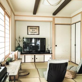 同じ和室も模様替えでこんなに違った印象に。 アイアンのローテーブルでプチ書斎が簡単に作れます。 ローチェアに腰掛けて、語らいのひと時もいいですね。