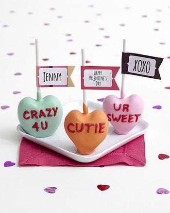 メッセージ付きの可愛いケーキポップに。これなら簡単に作ることが出来ますよ!