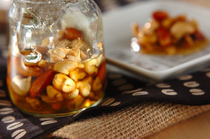毎日食べたいナッツのはちみつ漬けは手作りも簡単!塩分の有無はお好みで。