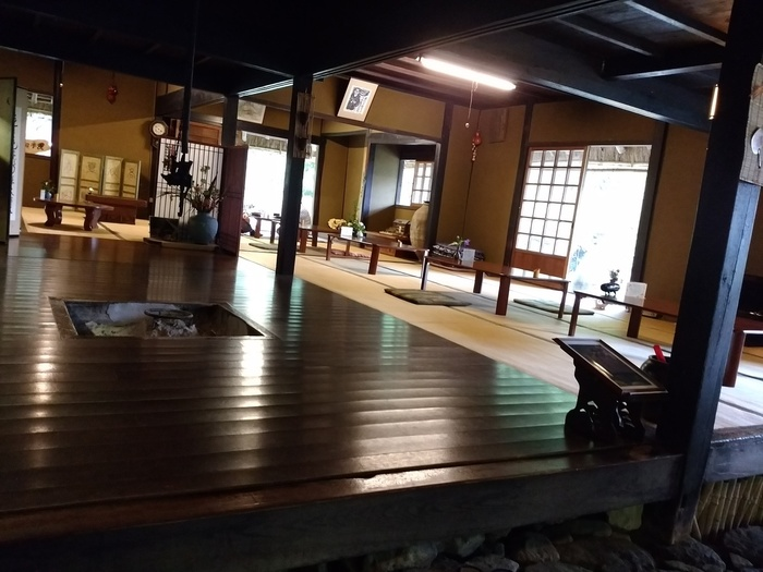 日本の古き良き民芸品と共に、カフェタイムが楽しめます。