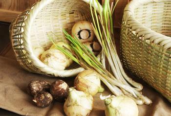 風通しの良いざるは、野菜の保管にも適しています。
