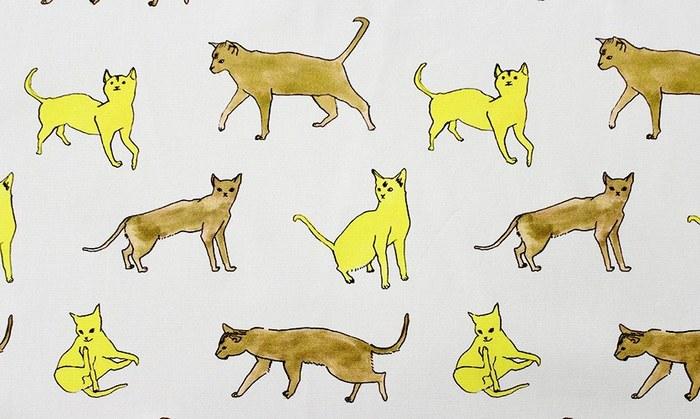 思わずニンマリしてしまう、手書きタッチの猫ちゃん柄。こんな柄の生地を見つけたら、何か作らずにはいられませんね。
