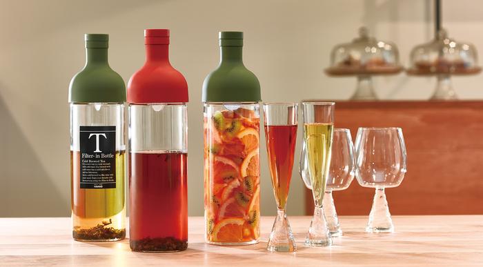とってもおしゃれな、まるでワインのようなボトル。 こんなにシンプルなボトルで、どうやって水出し茶を作るのでしょう?