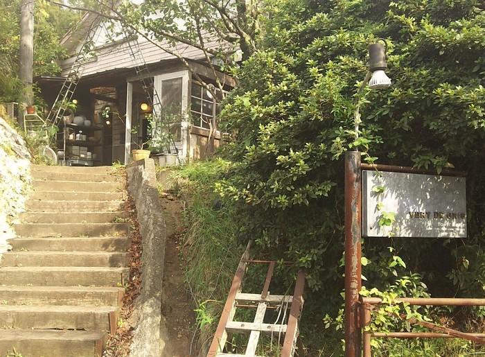 木津川市を代表するカフェ「ヴェール・デ・グリ」。遠方から多くのファンが来訪する大人気店です。