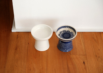 左は、佐賀県の有田と長崎県の波佐見の職人さんが造った日本製のClassy Bowl。右は、ポーランドのベーシックな伝統柄をあしらったポーランド製。