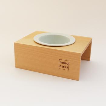 こちらは、お手入れがカンタンで衛生的な磁器製食器を使用したシングルタイプ。シンプルで飽きのこないデザインが素敵。