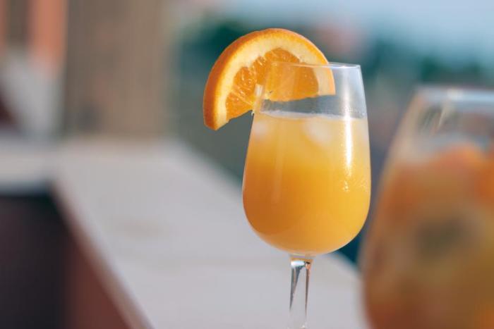 リーズナブルなのに、栄養もたっぷりなオレンジジュース。そのまま飲んでも美味しいジュースだけど、爽やかな香りや酸味はお料理にもアレンジできるんです。色んな料理に加えて、香りや酸味を隠し味として楽しんでみてはいかがですか?