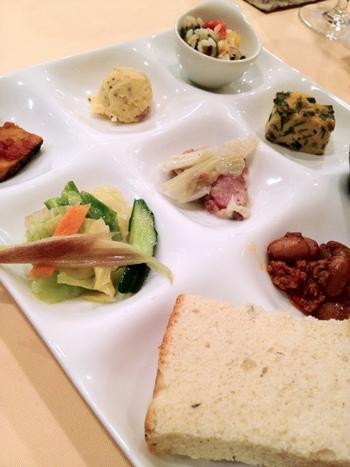 ランチコースには前菜の盛り合わせが付いてきます。一つ一つに手が掛けられているから、一口食べたら頷ける美味しさ。