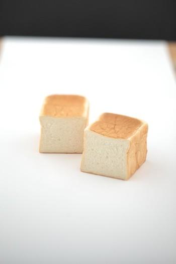 """材料は、たまごは使わず、こだわりの高級カナダ産小麦粉100%を使い、バターや生クリームの自然な優しさを味わえる、乃が美の""""生""""食パン。"""