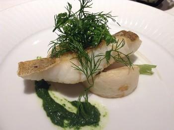 お料理はどれも素材にこだわって丁寧に作られた逸品揃い。こちらはコースメニューのイタリア産ウサギとフォアグラのテリーヌです。