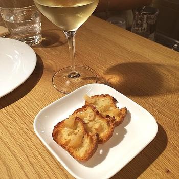 お食事パンにワインを合わせて。なんて、大人の楽しみ方もあるようです。