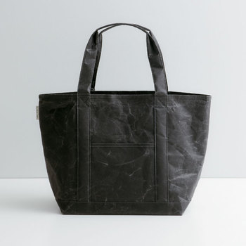 こちらは耐久性のある新しい和紙でつくったという、シワがきれいに施されているバッグ。