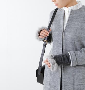 今期は「ファー」に注目が集まっています。あたたかさと可愛さの両方を叶えてくれるファーアイテムは、秋冬ファッションの強い味方です。コートなど洋服で取り入れるのは難しくても、小物なら気軽に取り入れられますよ♪