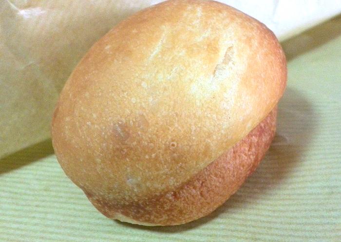 ブリオッシュはバターと卵を贅沢に使った、シンプルかつ濃厚な味わいのパン。そのままでも、何かをサンドしても楽しめそうですね。
