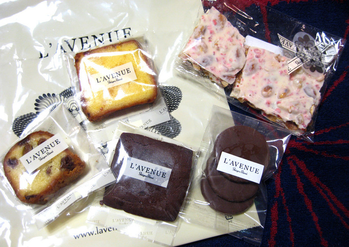 個包装で小さいながらにも、シェフの力量を感じられるお菓子たち。 贈り物にもピッタリです!