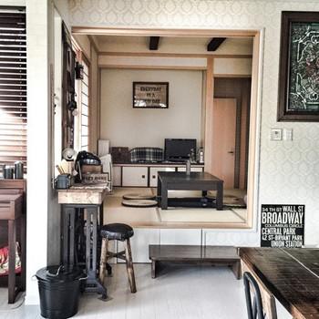 まるでカフェの一角かのような和室。 リビングに使われているインテリアのカラーと統一すれば一体感のある演出ができます。