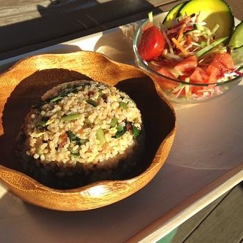 八百屋さんが経営しているカフェのため、新鮮な野菜をたっぷり使った食事が楽しめます。