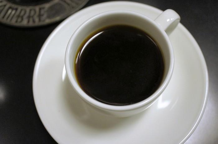 写真は定番のストレートコーヒーです。他にも珈琲専門店だけあってメニューの種類が豊富です。