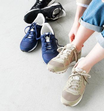 日常使いのスニーカーは、機能性、デザイン性共に満足させてくれるスポーツブランドのものが気分です。