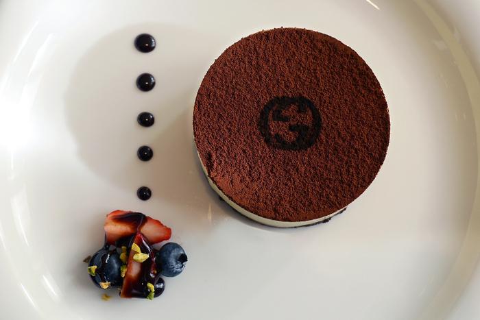 "こちらは、一番人気のデザート""ティラミス 森のベリーとともに"" 。ダブルGロゴが施されたティラミスは、濃厚な味がたまりません♪"