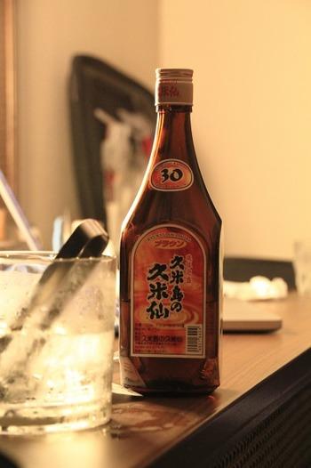 沖縄を代表するお酒、泡盛も久米島土産としておすすめです。とりわけ、湧水でじっくりと醸された爽やかな風合いの久米仙は、人気のある銘柄の一つです。