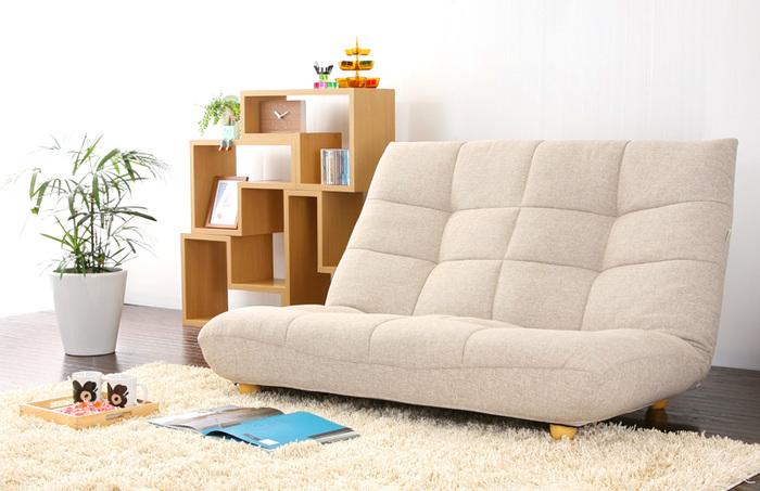 低めの肘なしソファならワンルームに置いてもこんなに広く使えます!床に近い位置でよりくつろぎ感もアップ。