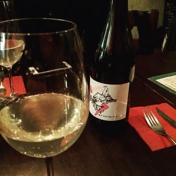 自然派のワインを中心にリーズナブルな価格帯のラインナップなのも嬉しいところ。