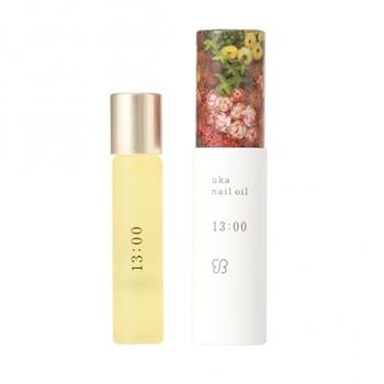 午後におすすめの「uka nail oil 13:00(イチサンゼロゼロ)」。ミント・レモン、元気が出るパインの香り、リッツァクベバの広がりとマージョラムの香りがスパイスとなり、爽快ですっきりとした気分に。