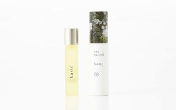香りを抑え、ベースのみを利用しているため、初めての人にもおすすめの「uka nail oil basic(ベーシック)」。シーンを選ばず使うことができ、敏感肌の人や香りが苦手な人にもおすすめです。