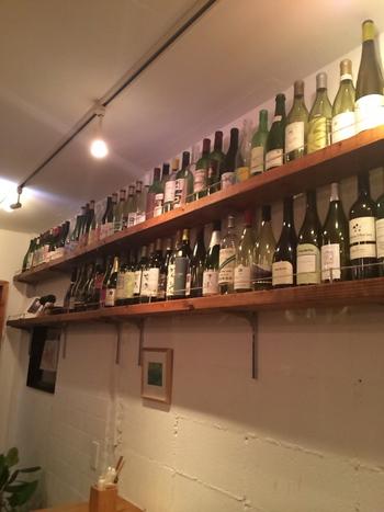 「日本ワイン」にこだわったそのラインナップにも圧巻です。他では見られないめずらしいワインに出会えるのも楽しさのひとつですね。