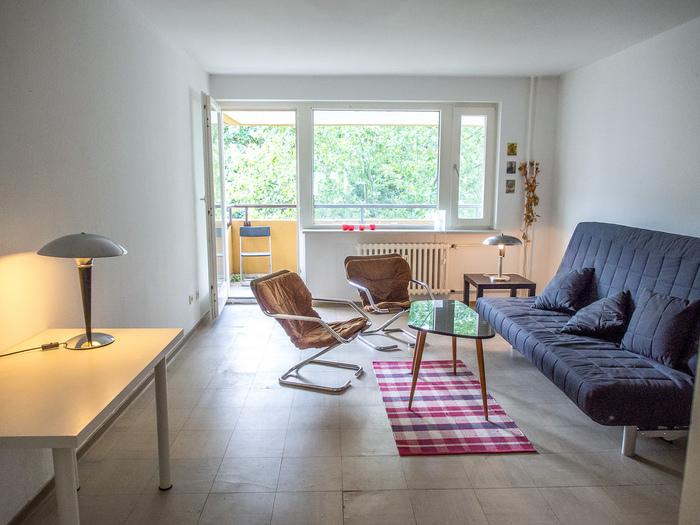 大きな家具といえばベッドとソファーですよね。 その2大家具をソファーベッドで1つ2役に。