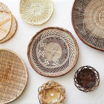 丁寧に使い込まれた竹かごや竹ざるは、新品にはない深い味わいが生まれます。モノを大切に使うこと、道具をじっくり育てること、そんな心の豊かさにも通じる道具です。
