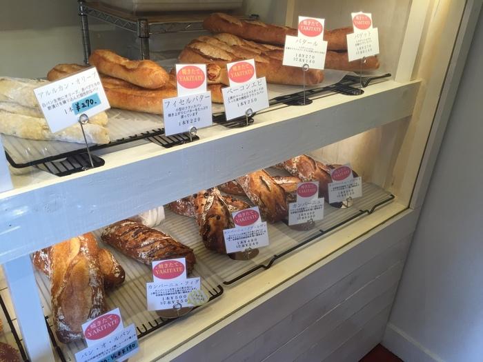 ありきたりだけど大切な、私たちのいつもの日常に寄り添ってくれるような、あんぱんやサクッとした食感のメロンパンなどの定番商品はもちろん「若林」という地名にちなんだ食パン「若林ブレッド」も人気です。