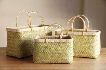 細くて柔らかな、山野に自生する竹です。しなやかな弾力性があるので繊細な加工ができ、暮らしの道具だけでなく、お出掛け用のかごバッグでもよく使われます。