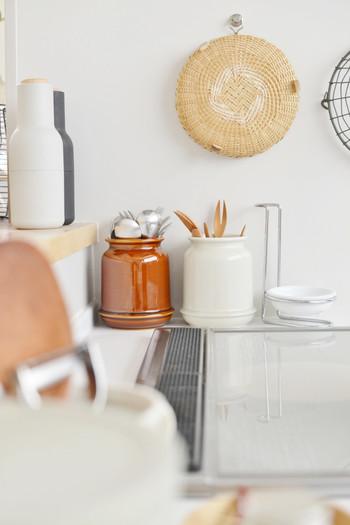 そのためキッチンインテリアとしてとっても優秀です。野菜や果物を無造作に放り込んでも絵になり、使わない時だって空間をモダンに演出できます。