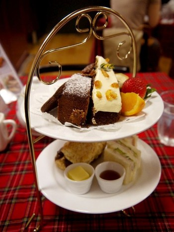 アフタヌーンティーも楽しめます。優雅にイギリス淑女気分を味わってみてはいかがでしょう? スコーンやケーキなども美味しいと評判です。