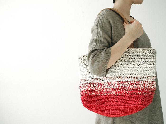 色や素材の違う糸を使ったデザインの「グラデーション・マザーズバッグ」(画像提供:short finger)