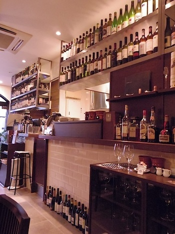 北イタリアを中心としたワインの種類も豊富です。スタッフの方々がワインについて親切に教えてくれるので、気軽に尋ねてみるのもいいですね。