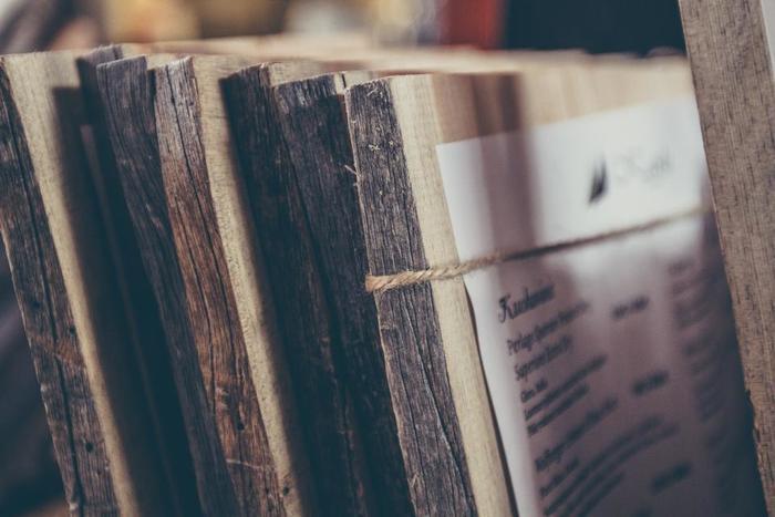 板は、木材の種類によって風合いが変わりますよ。