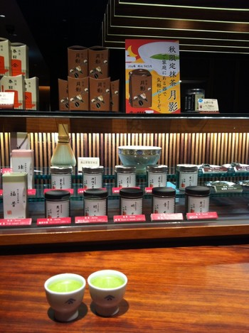 店内では様々な日本茶を購入できる他、テイクアウトや「お茶の淹れ方教室」、喫茶室などもあり。丸の内近郊であれば「日本茶ポットサービス」も利用してみたいところですね。