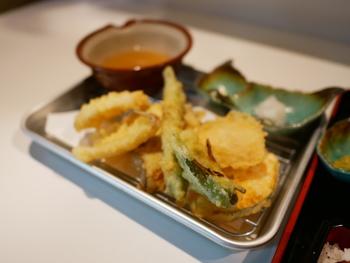 小麦粉と片栗粉の分量がポイントです。これは知っておくと便利。これでもう天ぷら下手とは言わせない!