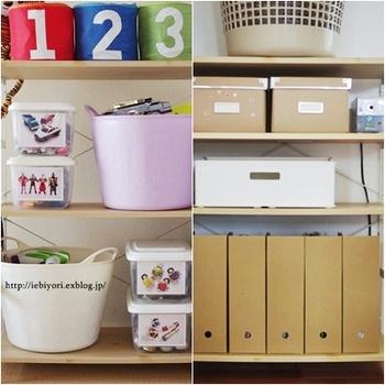 そしてこちらは、同じ収納スペースを成長に合わせて模様替えした様子。おもちゃ置き場から、習い事の道具や教材を収納するスペースへと変身しています。収納場所の広さはそのままキープして、物だけを入れ替えればスッキリするんですね♪