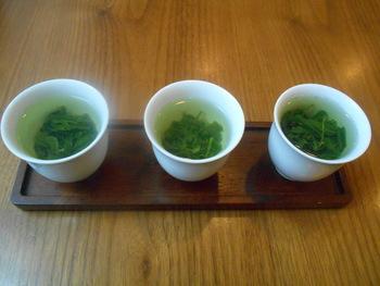 各地のお茶を飲み比べできるお得な「飲み比べセット」や日本茶の淹れ方講座などセミナーも開催。お茶について勉強してみるのもいいかもしれません。