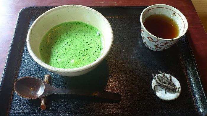 お庭を眺めながら頂く抹茶やほうじ茶は格別です。